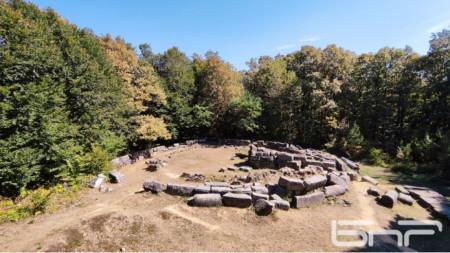 Тракийски могилен некропол в местността Мишкова нива