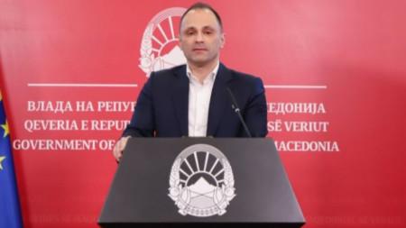 Македонският здравен министър Венко Филипче, обяви, че Заев и Мицкоски са в самоизолация на извънредна пресконференция в Скопие.