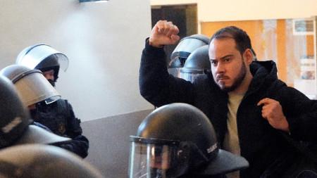 Пабло Хасел при ареста от органите на реда на 16 февруари 2021 г.