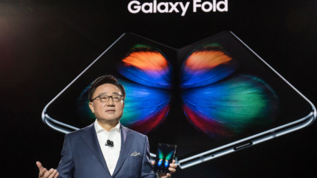 Сгъваем смартфон Galaxy Fold на компанията Samsung