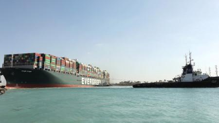 Контейнеровозът блокираше Суецкия канал близо седмица.