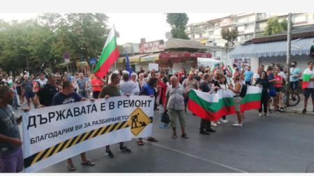 Шествие на антиправителствения протест - Варна, ден 33