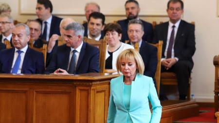 На първото заседание на новоизбраното 46-о Народно събрание; На снимката: Мая Манолова и част от служебното правителство.