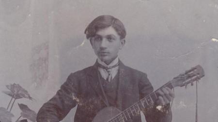 Портретна фотография на Райко Алексиев от 1908 година.