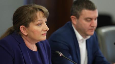 Министрите Деница Сачева и Владислав Горанов