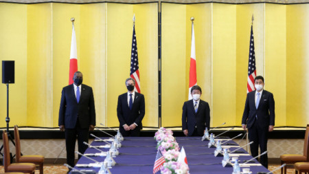 Министърът на отбраната на САЩ Лойд Остин, държавният секретар Антъни Блинкън външният министър на Япония Тошимицо Мотеги и министърът на отбраната на Япония Нобуо Киши (отляво надясно) по време на срещата в Токио - 16 март 2021