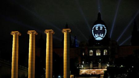 Логото на Батман украси фасадата на Националния музей на изкуствата на Каталуния в Барселона.