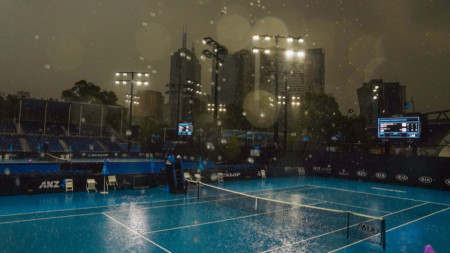 Дъждът в Мелбърн окончателно отложи мачовете в сряда.
