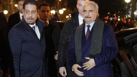 Командващият Либийската национална армия Халифа Хафтар (вдясно) на визита в  Гърция.