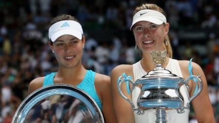 Иванович и Шарапова на награждаваането в Мелбърн през 2008 година.