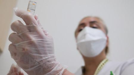 Турция започва днес ваксинация на медици с китайската ваксина след одобряването ѝ.