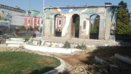 Сцената и фонтанът в амфитеатъра