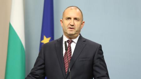 Президентът Румен Радев направи изявление пред медиите.