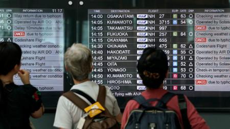 Заради тайфуна бяха отменени над 600 вътрешни полета