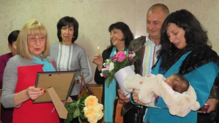 На днешния празник беше орисана Мила - първото бебе за годината във Велико Търново.