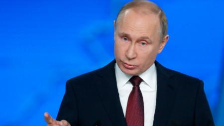 Владимир Путин по време на речта си пред парламента.