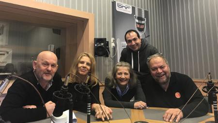 Актьорите Валентин Ганев, Линда Русева, Мая Бабурска, Кирил Бояджиев и Иван Петрушинов (отляво надясно)