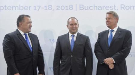 Румънският президент Клаус Йоханис бе домакин на свои колеги и високопоставени представители от 12 държави между Балтийско, Черно и Адриатическо море, сред които и президентът Румен Радев.