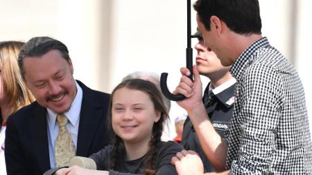 Грета Тунберг с баща си Сванте (вляво)