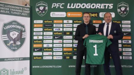 Дамбраускас и Караманджуков при представянето.