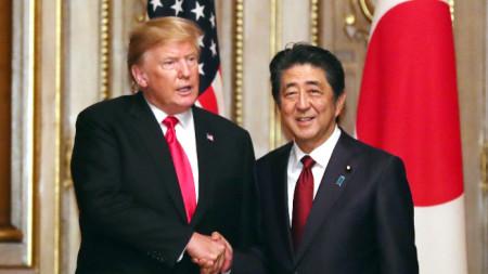 Тръмп и Абе по време на визита на президента на САЩ в Япония