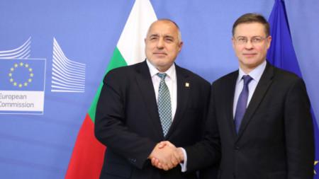 Boyko Borissov (L) and Valdis Dombrovskis (R)