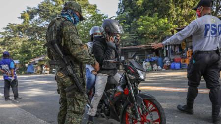 Контролен пункт източно от Манила, Филипините, 29 септември 2020 г. Случаите в страната продължават да се увеличават.
