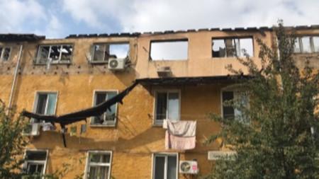 Жилищната сграда, пострадала при пожар в Бухово.