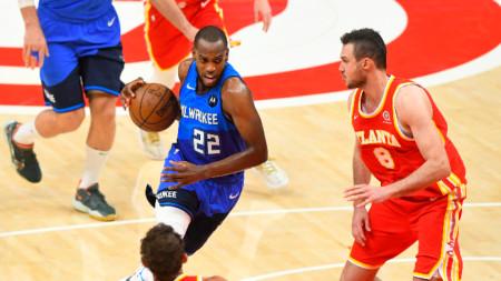 Баскетболистите на Атланта (в чревено) спечелиха срещу Милуоки.
