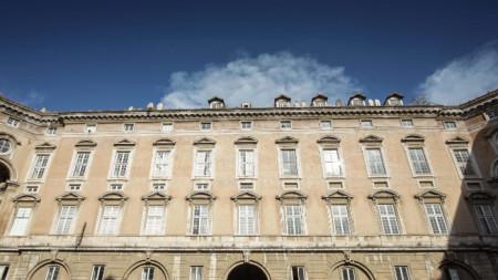 Кралският дворец (Reggia di Caserta), една от знаковите сгради в град Казерта, Южна Италия.
