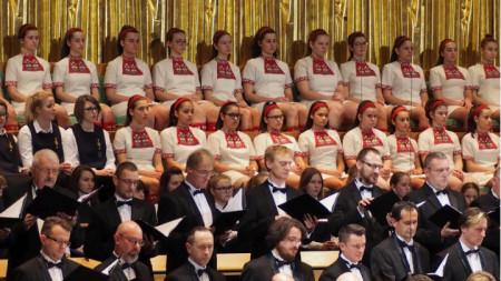 """Дeтският хор на БНР по време на концерта на 8 ноември в зала """"Бела Барток"""" в Будапеща"""