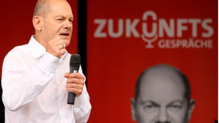 Кандитатът на социалдемократите за канцлер на Германия Олаф Шолц засега води в допитванията