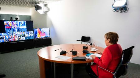 Ангела Меркел провежда работна среща в канцлерството в Берлин, 19 юни 2020 г.