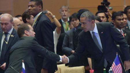 Барак Обама и Дмитрий Медведев на среща на АСЕАН през ноември 2015 в Куала Лумпур