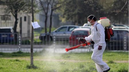 Пръскане на зелените площи в София срещу кърлежи