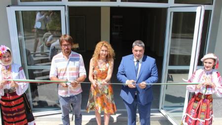 В началото на юли 2018 г. зам.-министърът на регионалното развитие и благоустройството Деница Николова и кметът на общината инж. Добромир Добрев откриха приюта за бездомни лица в Горна Оряховица.