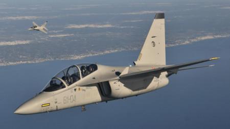 Сделката включва доставка на 10 учебни самолета М-346 и създаване на учебен център на гръцките ВВС.