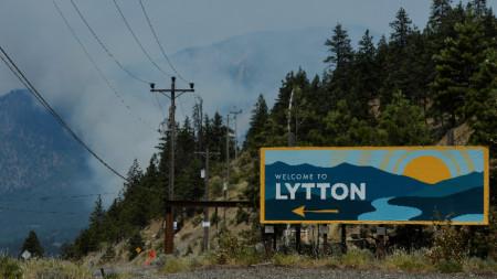 Литън в канадската провинция Британска Колумбия регистрира абсолютен температурен рекорд от 49,6 градуса по Целзий.