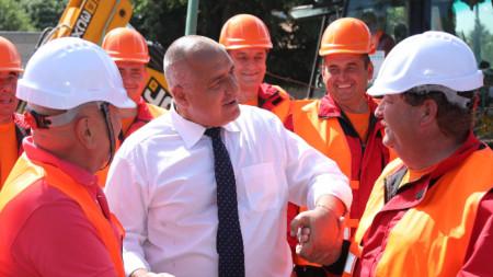 Министър-председателят Бойко Борисов участва в церемонията по откриването на 13 000 кв. м. нови производствени площи в Пазарджик на предприятие за производство на компоненти за автомобилната индустрия.