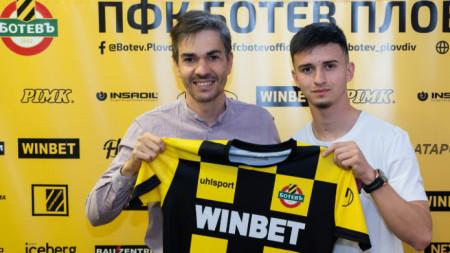 Юсеин Касов подписа първи професионален договор