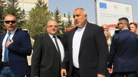 Премиерът Бойко Борисов посети УНСС и обеща държавна помощ.