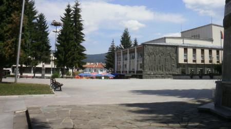 Изглед от центъра на град Батак