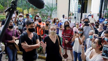Протестът пред министерството на културата в Куба.
