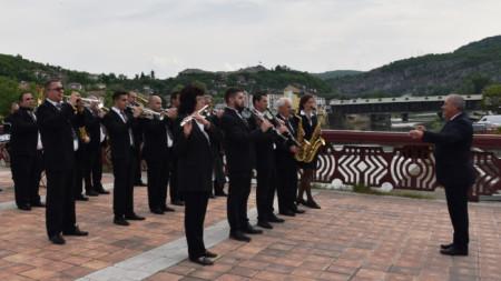 Концертът ще бъде изнесен от общинския духов оркестър на площада през читалището в града.