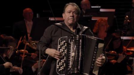 Ришар Галиано с филхармониците на Радио Франс в концерта 100 години Пиацола