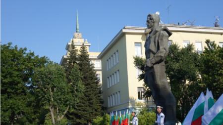Висшето военноморско училище отбеляза 79 години от разстрела на своя патрон – Никола Йонков Вапцаров.