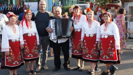 Част от певческата група на читалището в село Спасово