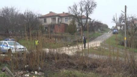 Полицейско присъствие около дома на бившия легионер Иван Пачелиев в Орешак