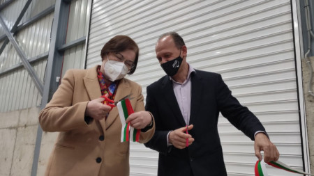 Кметовете на Троян Донка Михайлова и на Априлци Тихомир Кукенски на церемонията по откриване на инсталациите.