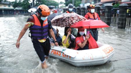 Евакуация в района на Манила, 24 юли 2021 г.